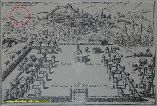 Nella raffigurazione della Porziuncola compare una piccola costruzione in alto a sinistra del disegno: La grotta di Cinicchia?